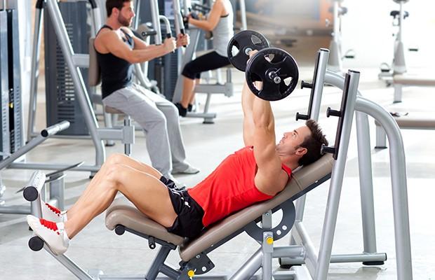 Ασκήσεις σε γυμναστήριο